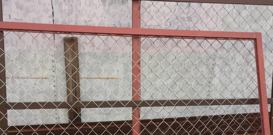 Комплектация секционного забора из сетки
