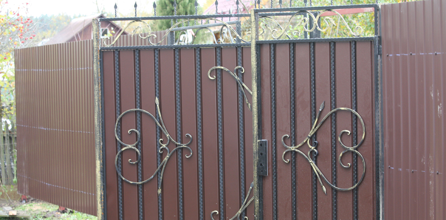 Установка кованых ворот
