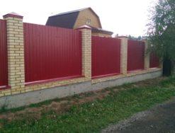 Кирпичный забор для дачи и частного дома