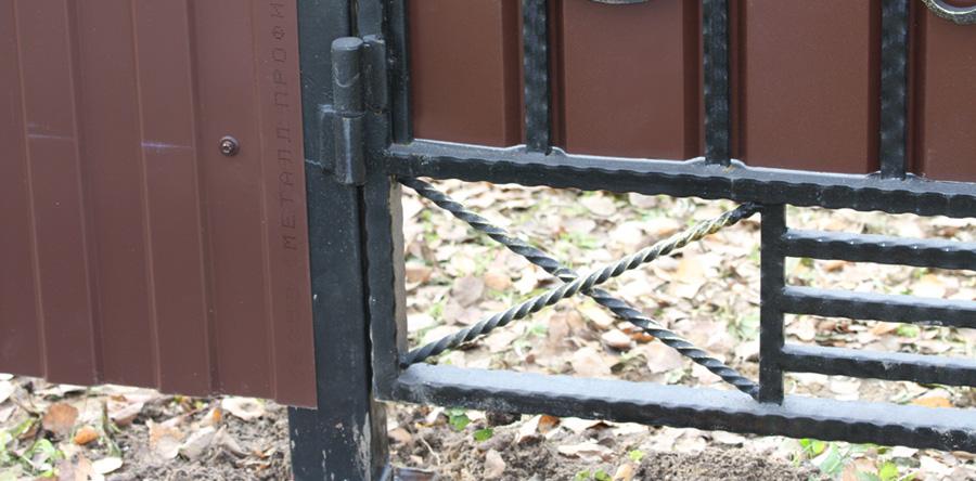 Установка калитки в забор