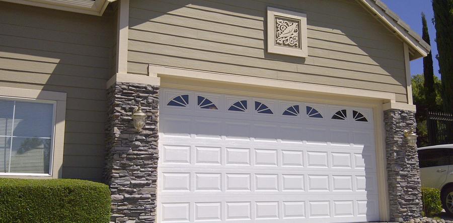 Купить подъемные гаражные ворота по низкой цене