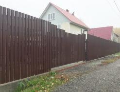 Забор, калитка и ворота из металлического штакетника